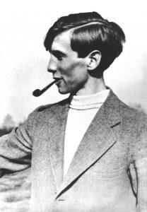 Porträt von Alexander Schmorell, Pfeife rauchend