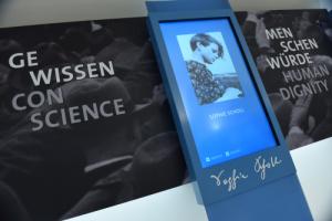 Stele Sophie Scholl Gewissen Menschenwürde